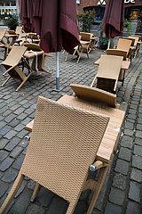 Deutschland  Bremen - Hochgestellte Stuehle eines Restaurants im Coronalockdown