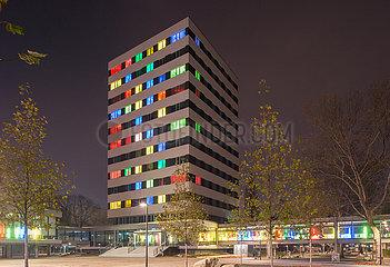 Berlin  Deutschland - Lichtinstallation am Neubau des Rathauses Berlin-Wedding  heute Jobcenter