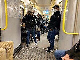 Menschen in einer U-Bahn