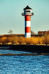 Leuchtturm am Elbdeich am Lühe Anleger an der Elbe