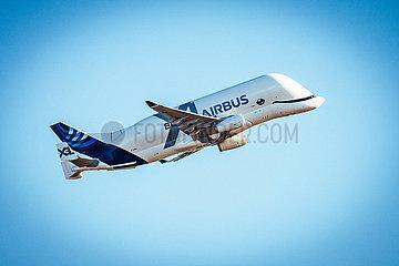 Beluga Start vom Airbus Werk in Finkenwerder