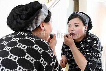 CHINA-GANSU-DONGXIANG-WORK-WOMAN (CN)