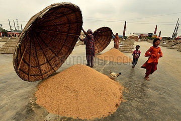 BANGLADESH-Brahmanbaria-REIS-MILL-ARBEITNEHMER