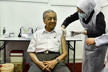 MALAYSIA-LANGKAWI-FORMER PM-COVID-19 VACCINATION