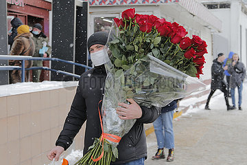 RUSSLAND-MOSCOW-INT'L WOMEN'S DAY-FLOWERS
