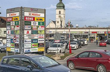Geschaefte wieder offen  Andrang im Ebersberger Einkaufszentrum  09.03.2021