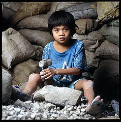 Wilde Goldgr?berstadft Diwalwal auf Mindano