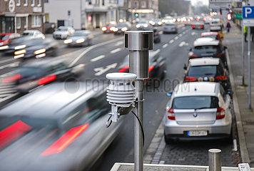 Luftqualitaet Messtation an der B 223  Oberhausen  Nordrhein-Westfalen  Deutschland
