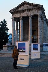 Kroatien  Pula - Augustustempel (27 v. Chr. ? 14 n. Chr.  1944 zerstoert  spaeter rekonstruiert) am Forum