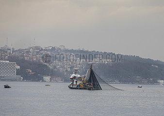TÜRKEI-ISTANBUL-FISHERMEN TÜRKEI-ISTANBUL-FISHERMEN
