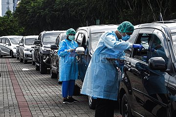 INDONESIA-TANGERANG-VACCINATION-COVID-19-DRIVE THRU