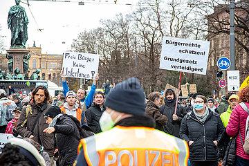 Tausende demonstrieren gegen die Corona Maßnahmen