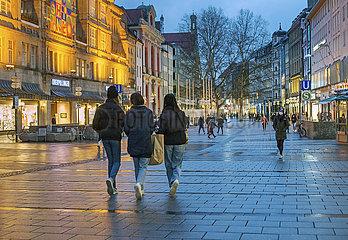 Neuhauser Strasse  Fussgaengerzone  Muenchen  19. Maerz 2021