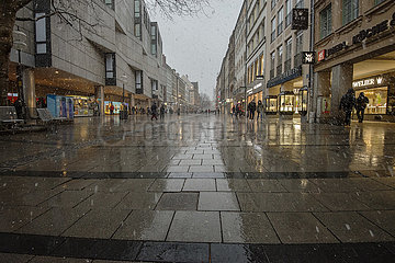 Kaufingerstrasse  Fussgaengerzone  Muenchen  19. Maerz 2021