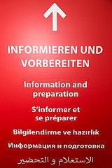 Deutschland  Bremen - Richtungsschild im neuen Impfzentrum