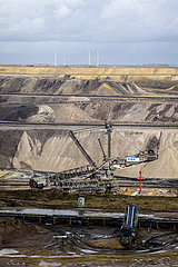 Schaufelradbagger im RWE Braunkohletagebau Garzweiler  Juechen  Nordrhein-Westfalen  Deutschland