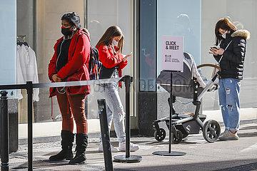 Click & Meet bei Zara  Einzelhandel in der Coronakrise  Essen  Nordrhein-Westfalen  Deutschland