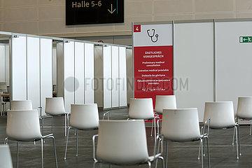 Deutschland  Bremen - erweitertes Impfzentrum durch Angliederung der Messehallen 4 und 5  1 Tag vor Eroeffnung  Wartezone fuer aerztliches Vorgespraech
