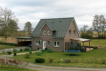 Deutschland  Bremen - Einfamilienhaus am Rand des Naturschutzgebiets Hollerland