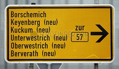 Strassenschild zum Umsiedlungsstandort fuer Keyenberg  Kuckum  Unterwestrich  Oberwestrich und Berverath  Erkelenz  Nordrhein-Westfalen  Deutschland