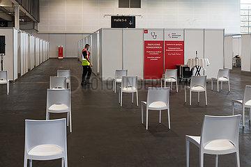 Deutschland  Bremen - erweitertes Impfzentrum durch Angliederung der Messehallen 4 und 5  1 Tag vor Eroeffnung
