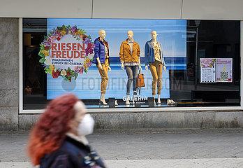 Lockdown  wenige Passanten in der Innenstadt  Dueren  Nordrhein-Westfalen  Deutschland