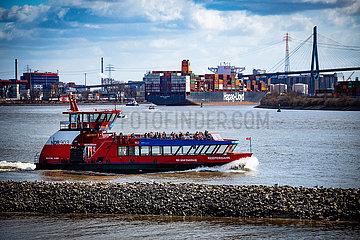 HVV Linienschiff auf der Elbe