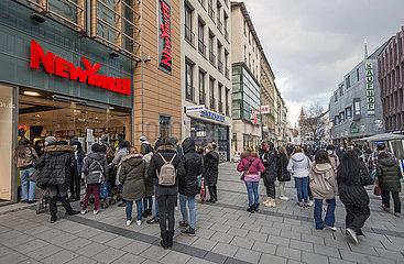 Kaufingerstrasse  Click & Meet bei New Yorker  Muenchen  20.03.2021