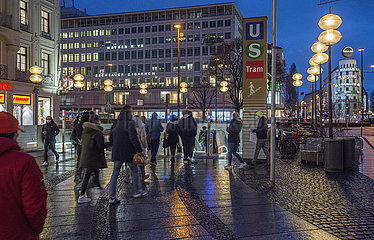 S-Bahnhof  U-Bahnhof Karlsplatz  Muenchen  Maerz 2021