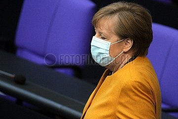 Angela Merkel mit Mundschutz