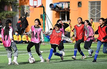 CHINA-SHAANXI-BAOJI-Aktivitäten nach der Schule (CN)