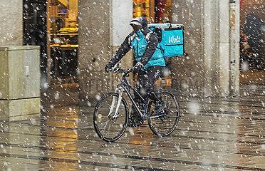 Fahrradkurier  Lieferdienst WOLT  Muenchen  Maerz 2021