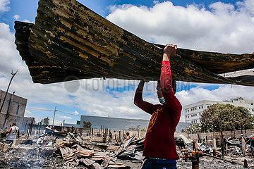 PHILIPPINEN-Provinz Rizal-Slum-FIRE-AFTERMATH