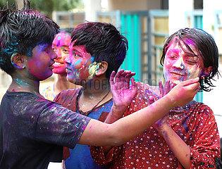INDIEN-BANGALORE-Holi-Fest
