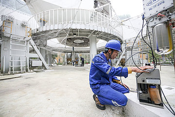 (EyesonSci) CHINA-GUIZHOU-FAST teleskop MAINTENANCE (CN)
