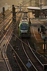 Nahverkehrszug am Bahnhof Oberbarmen  Wuppertal  Bergisches Land  Nordrhein-Westfalen  Deutschland  Europa