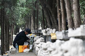 CHINA-JINAN-qingming-GRAB-Sweeping (CN) CHINA-JINAN-qingming-GRAB-Sweeping (CN) CHINA-JINAN-qingming-GRAB-Sweeping (CN)