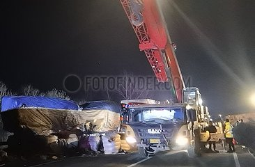 (SPOT NEWS) CHINA-JIANGSU-TRUCK-Buskollision (CN)