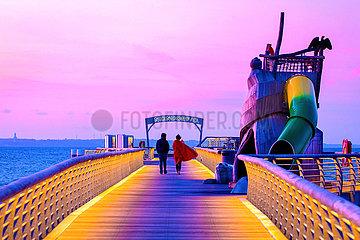 Niendorf/Ostsee. Seebrücke am Abend.