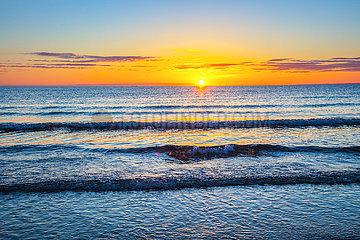 Scharbeutz  Sonnenaufgang über der Ostsee
