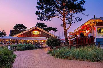 Scharbeutz  Restaurants an der Dünenmeile am Abend