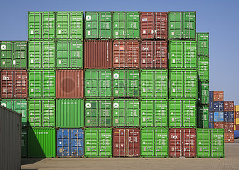 Duisburger Hafen  Container am Containerterminal  Duisport  Ruhrgebiet  Nordrhein-Westfalen  Deutschland  Europa