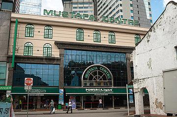 Singapur  Republik Singapur  Aussenansicht des Mustafa Centre Einkaufszentrums im Stadtteil Little India