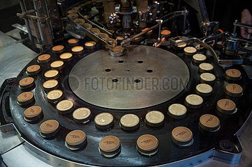 Kyoto  Japan  Herstellung von Kleingebaeck  Patisserie in einer Konditorei