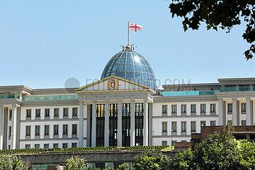 Tiflis  Georgien  Blick auf das Parlamentsgebaeude