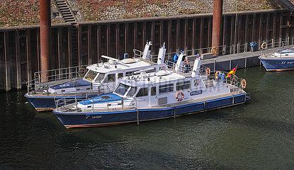 Polizeiboote  Duisburger Hafen AG  Duisport  Ruhrgebiet  Nordrhein-Westfalen  Deutschland  Europa
