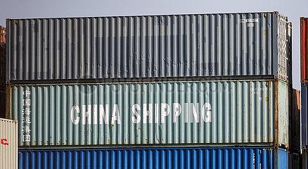 China Shipping  Duisburger Hafen  Container am Containerterminal  Duisport  Ruhrgebiet  Nordrhein-Westfalen  Deutschland  Europa