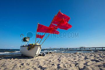 Ostseebad Kellenhusen  Fischerboot am Strand