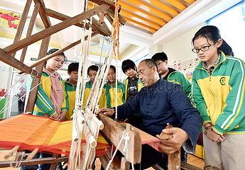 CHINA-HEBEI-SHIJIAZHUANG-IMMATERIELLES KULTURGUT-Studenten (CN)
