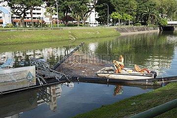 SINGAPUR-LAKE-UMWELTVERSCHMUTZUNG